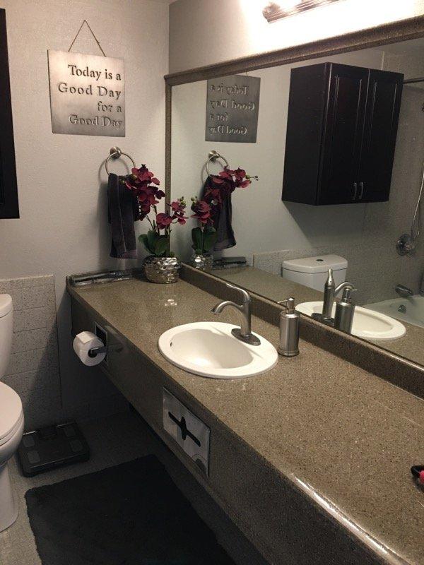 Greeley Studio Apartment bathroom